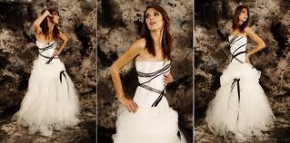 robe de mariée blanche avec ruban noir