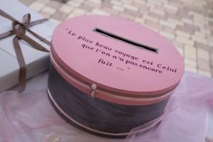 mariage rose et blanc urne