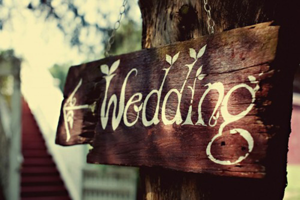 panneau directionnel bois mariage