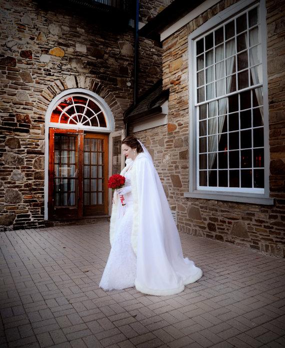Cape de mariage d'hiver