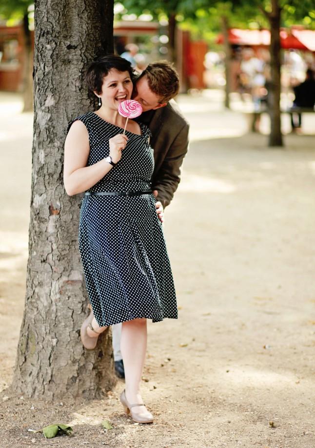 Séance engagement mariage jardin tuileries