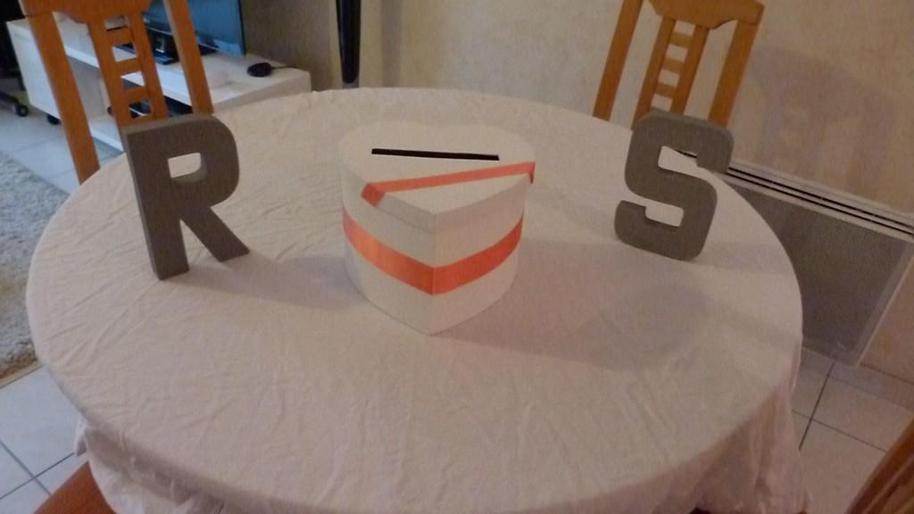 essai décoration table urne mariage