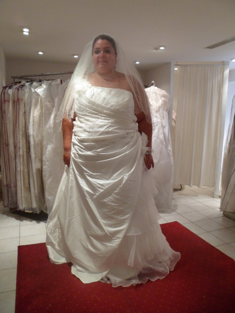 Mes essayages pour trouver ma robe de mari e grande taille for Plus la taille des robes de mariage formel
