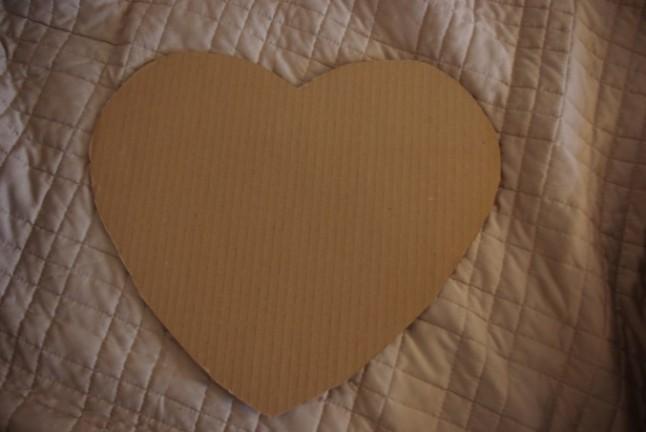 fabriquer une urne en forme de coeur pour moins de 10 euros mademoiselle dentelle. Black Bedroom Furniture Sets. Home Design Ideas