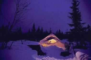 Gîte au milieu de la neige