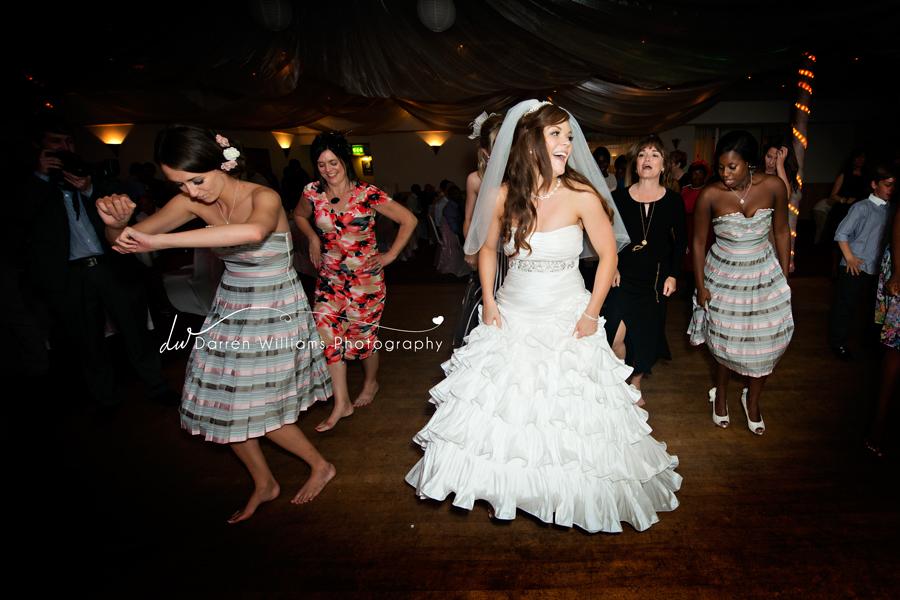 Avantages et inconvénients de se marier dans un village où on connaît tout le monde