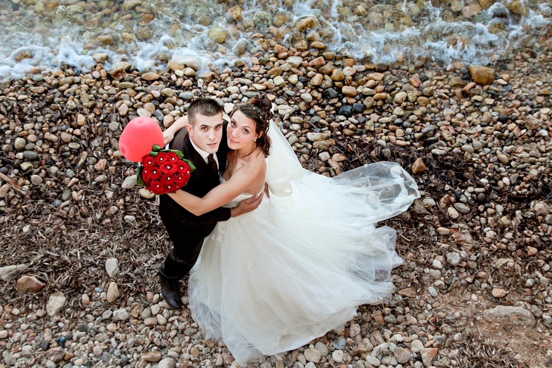 Joli mariage rouge et blanc avec un photobooth et une choré du tonnerre !