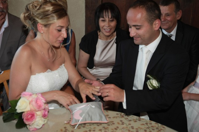mariage rose champetre alliances ceremonie