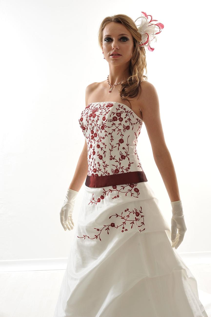 Les essayages de robes de mariée : la première boutique