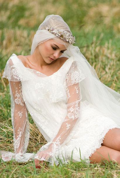 mariée cheveux courts, voile long et couronne
