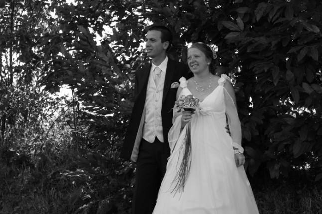 mariage rose et gris mariés