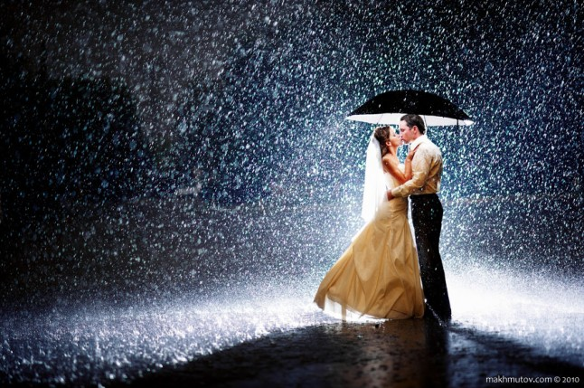 mariés nuit pluvieuse