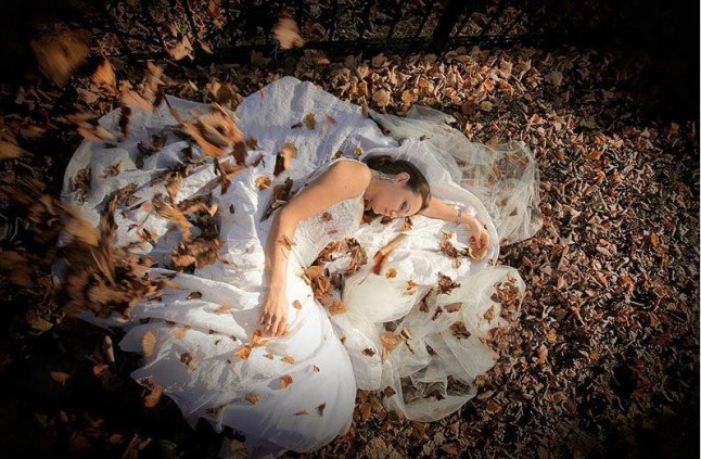 trash the dress mariée feuilles