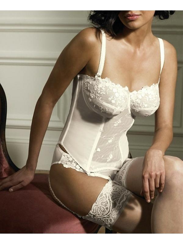 Des robes de mari e pens es pour les grandes tailles for Robes taille plus pour les mariages pas cher