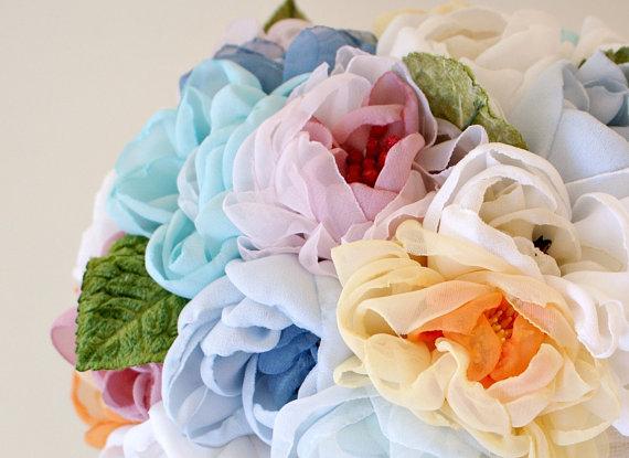 Bouquet arc-en-ciel en mousseline