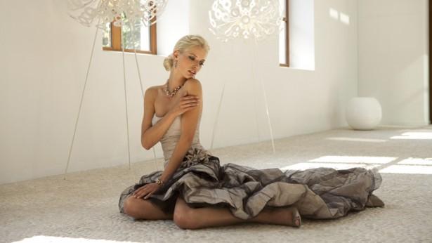 robe couleur cappuccino Linea Raffelli avec tulle noir