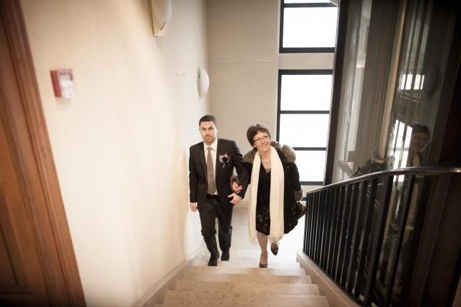 arrivée du marié au bras de sa mère