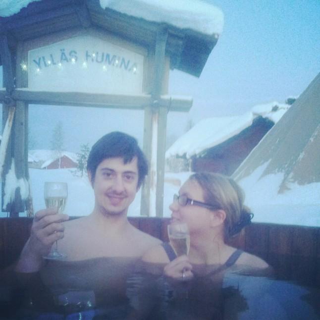 voyage de noces en Laponie finlandaise - bain chaud dehors