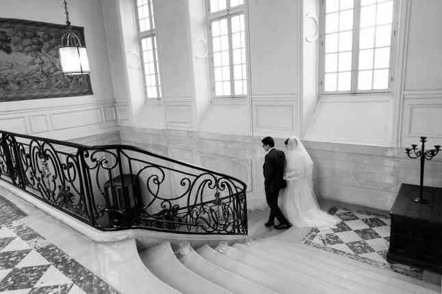 mariés grand escalier