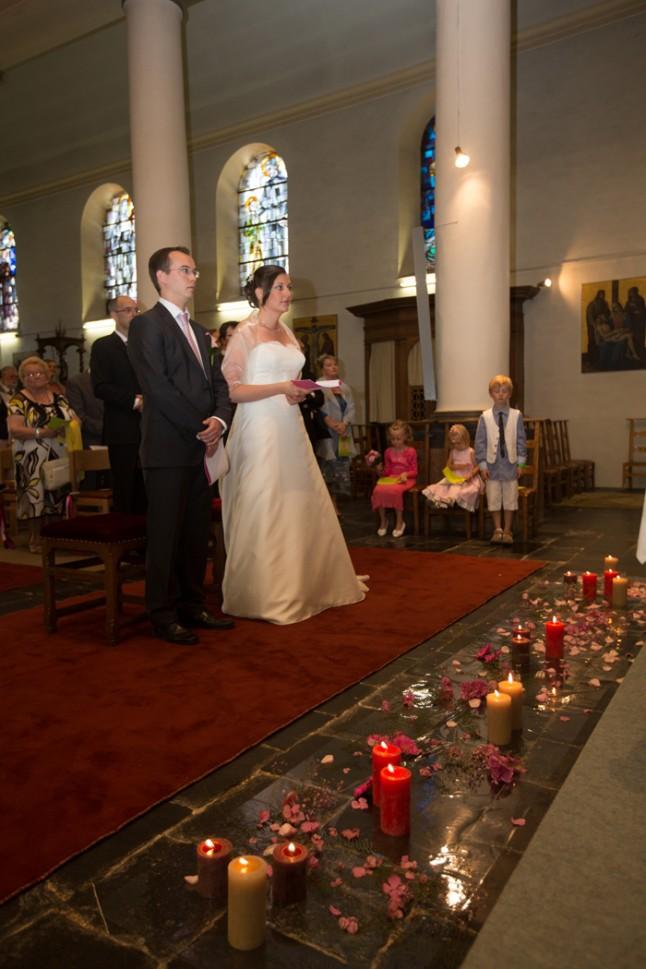 mariage couleur rose église déco bougies