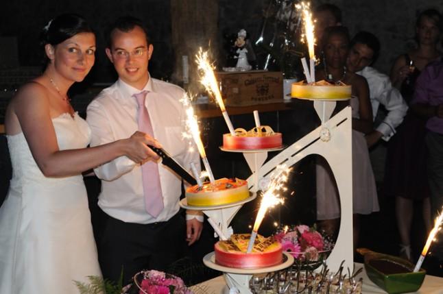 mariage couleur rose gâteau