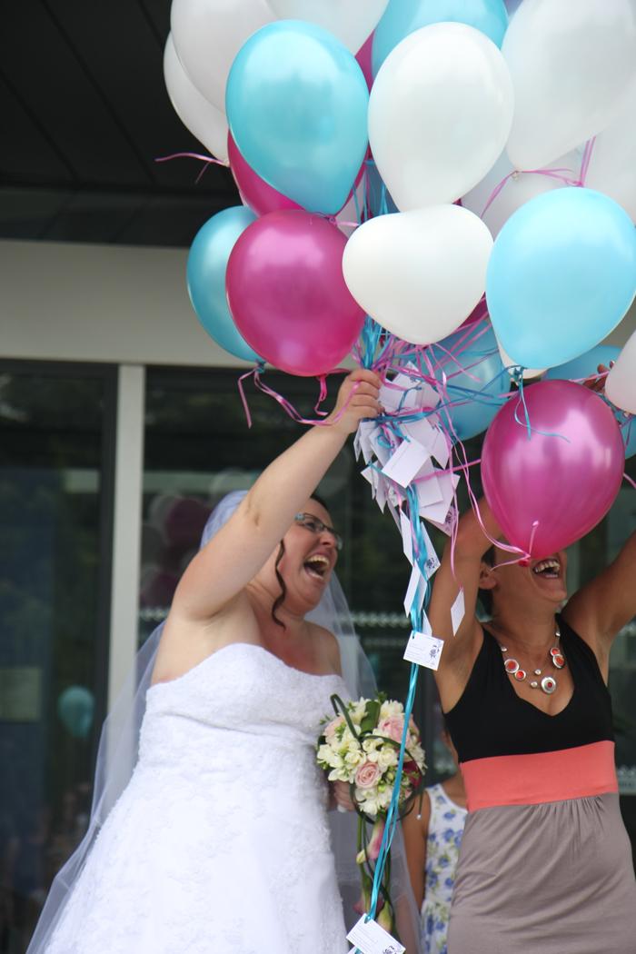 Le mariage en blanc, turquoise et fuchsia de Stéphanie