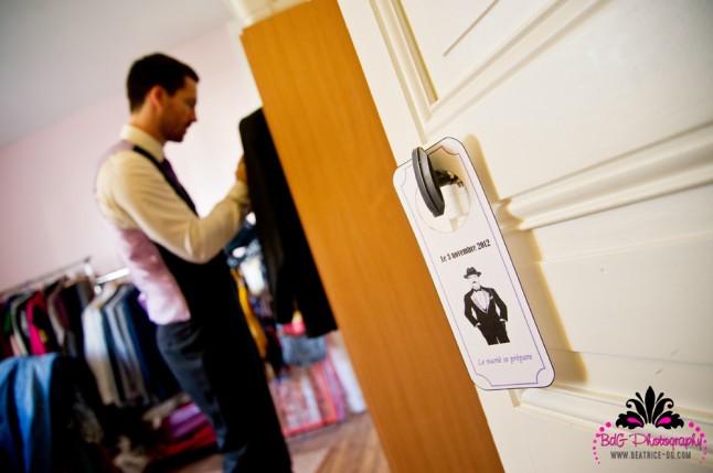 préparatif mariage pancarte de portes hommes