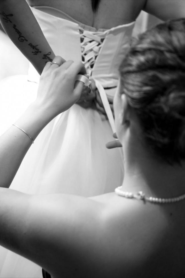 mariage thème cirque préparatifs mariée laçage robe