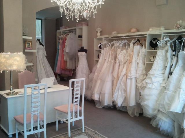 Trouver sa robe de mari e dans un d p t vente for Kleinfeld mariage robes vente