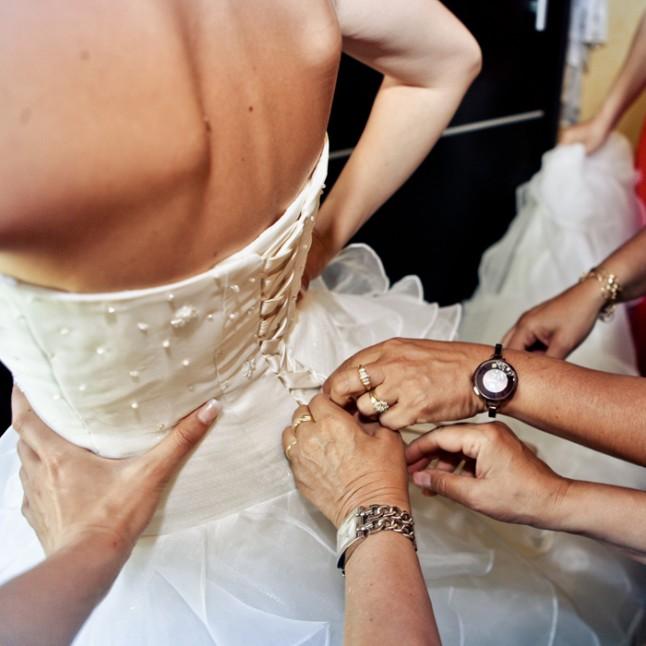 mariage Nelly habillage mariée laçage