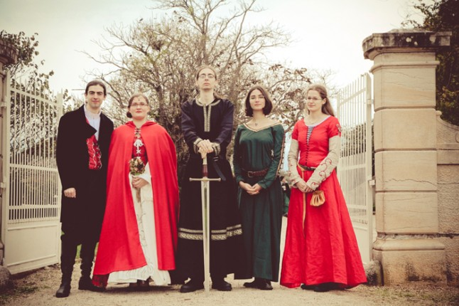 mariage médiéval photo de groupe témoins