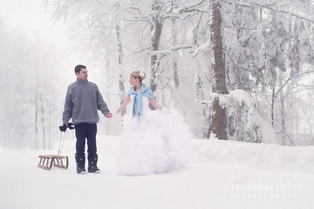 photos de couple dans la neige luge