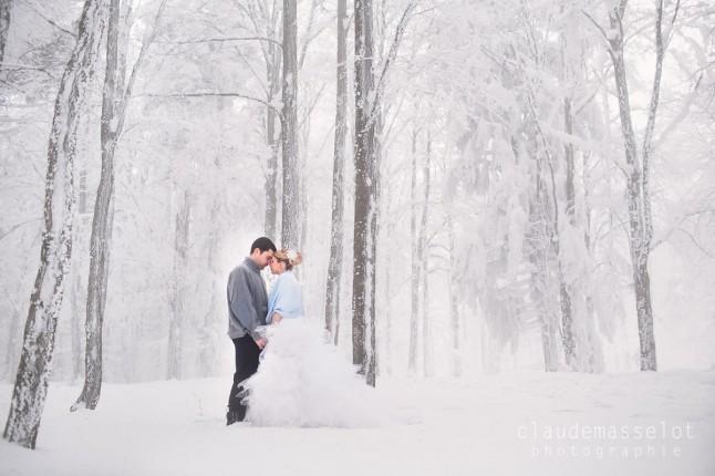 photos de couple dans la neige forêt