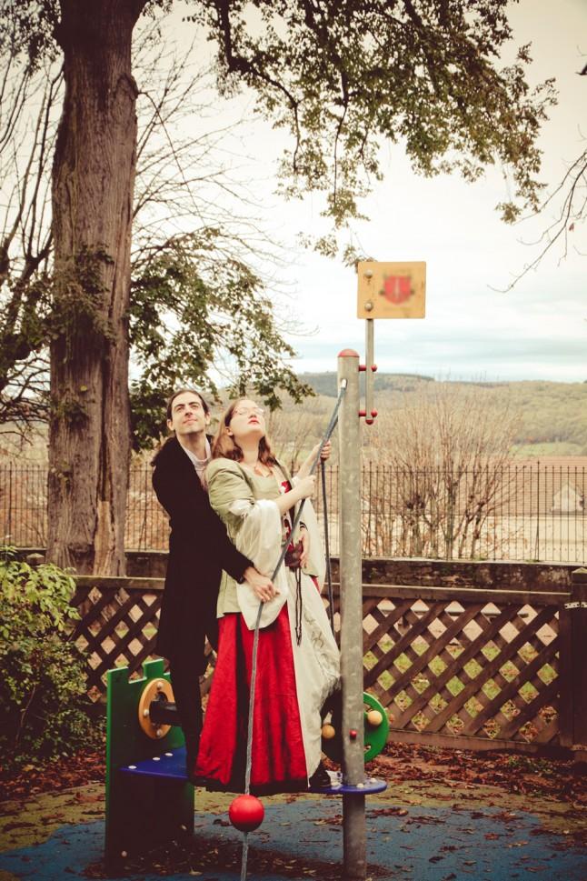 photos de couple mariage médiéval jeux d'enfants