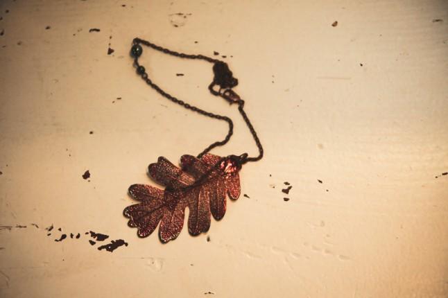 collier feuille de chêne cuivre