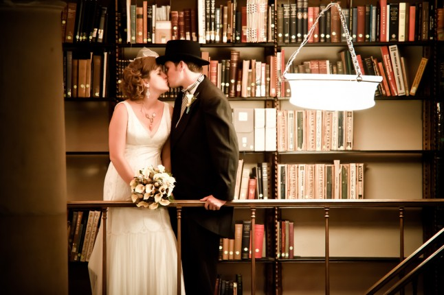 mariage bibliothèque photo de couple