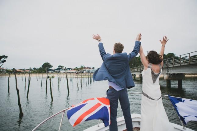 arrivée mariés en bateau mariage au Cap Ferret