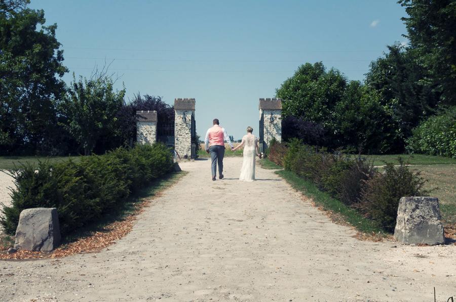 Mon mariage champêtre romantique : un enfilage de robe rocambolesque !