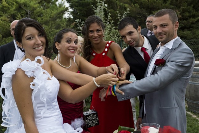 cérémonie laïque mains liées
