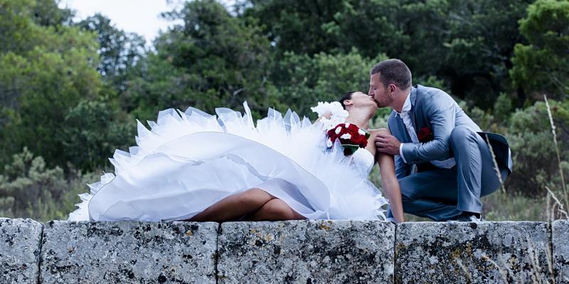 Le mariage en Provence de Stéphanie, rouge et blanc, sur le thème de Rome !