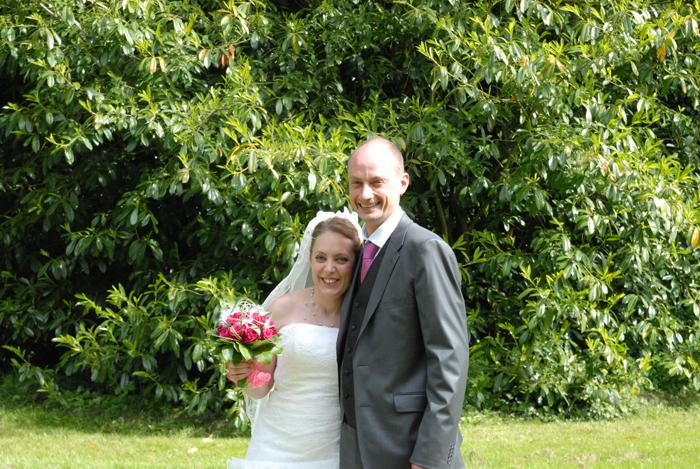 Le mariage créatif de Katy, en gris et fuchsia avec des oiseaux, des fanions… et un PhotoDentelle !