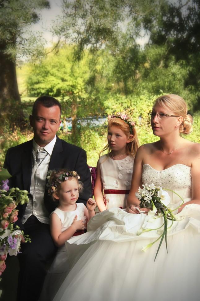 cérémonie laïque mariés et leurs filles