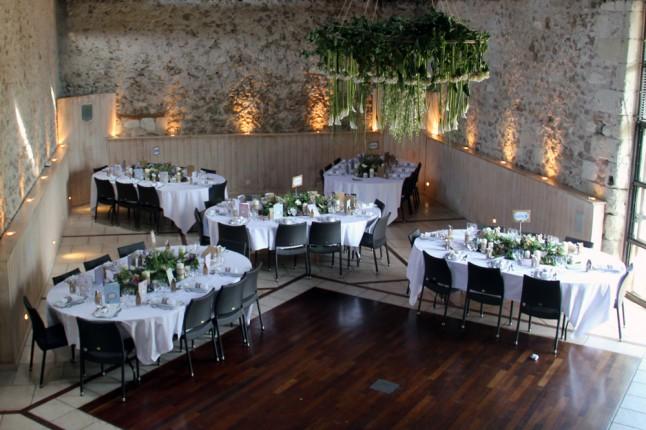 Le mariage rustique chic de c cile sous les arbres au for Idee repas reception amis