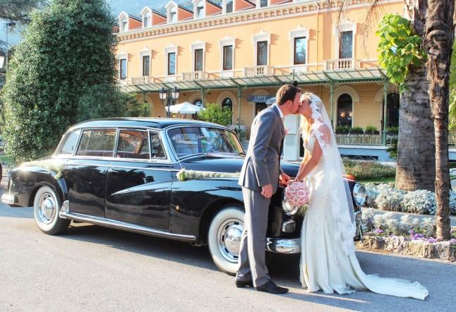 photo de couple mariés voiture Italie