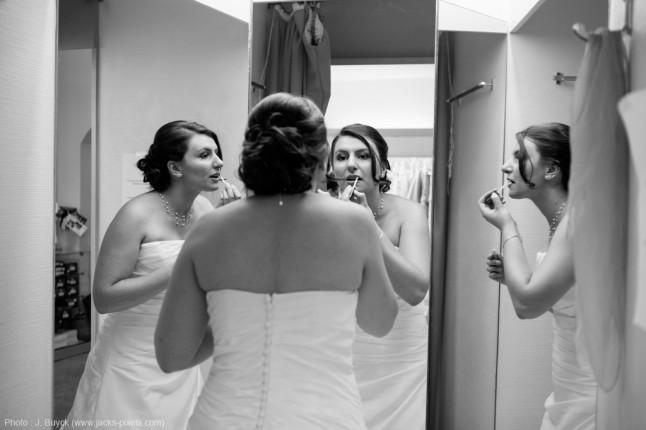 retouche maquillage par la mariée