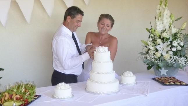 coupage gâteau mariés wedding cake