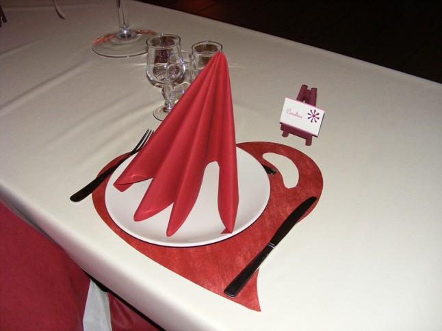déco de table mariage ivoire rouge coeur