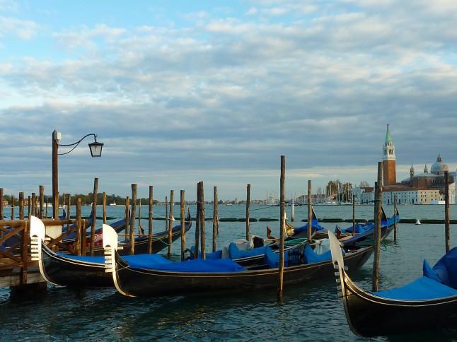 gondoles et Saint Marc à Venise