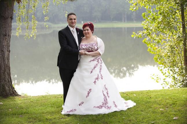 photo de couple mariage robe ivoire et rouge