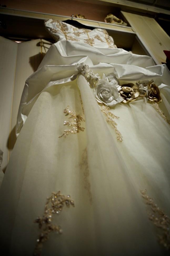 robe de mariée ivoire et dorée fleurie